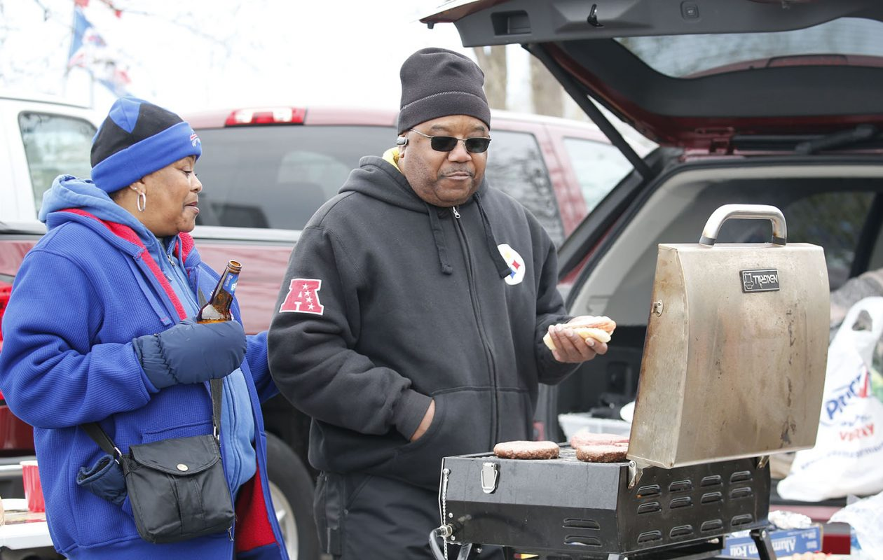 Bundle up if you're headed to Sunday's Bills game in Kansas City. (Derek Gee/News file photo)