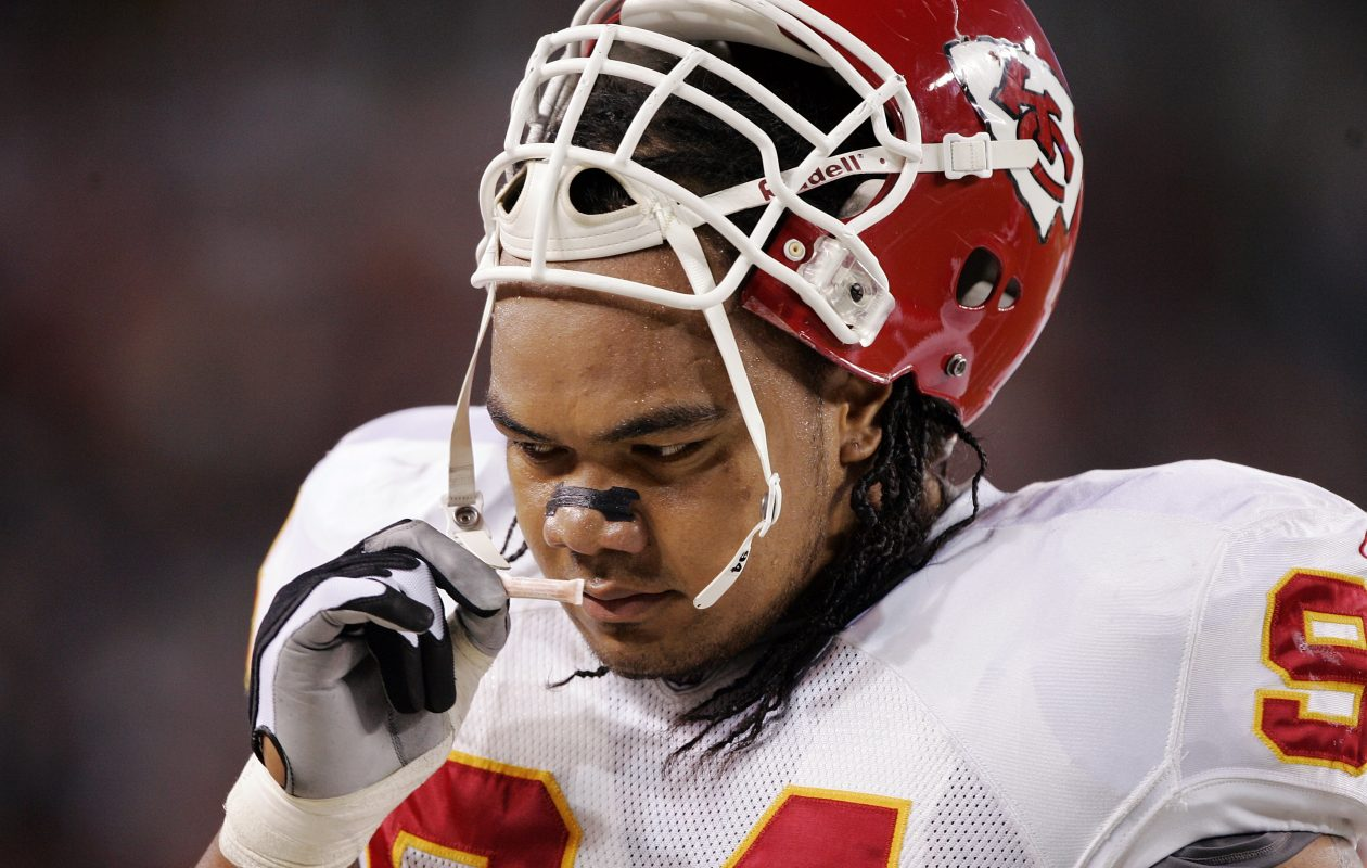 Defensive tackle Junior Siavii #94 of the Kansas City Chiefs uses smelling salts before a game against the Denver Broncos September 26, 2005 at Invesco Field at Mile High stadium in Denver, Colorado. The Broncos won 30-10.  (Photo by Brian Bahr/Getty Images)