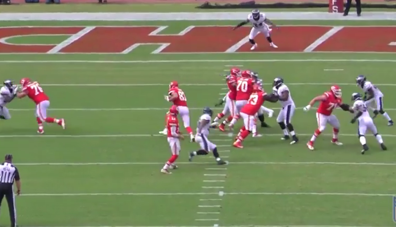 Chiefs tight end Travis Kelce takes a shovel pass for a 15-yard touchdown. (NFL Game Pass)