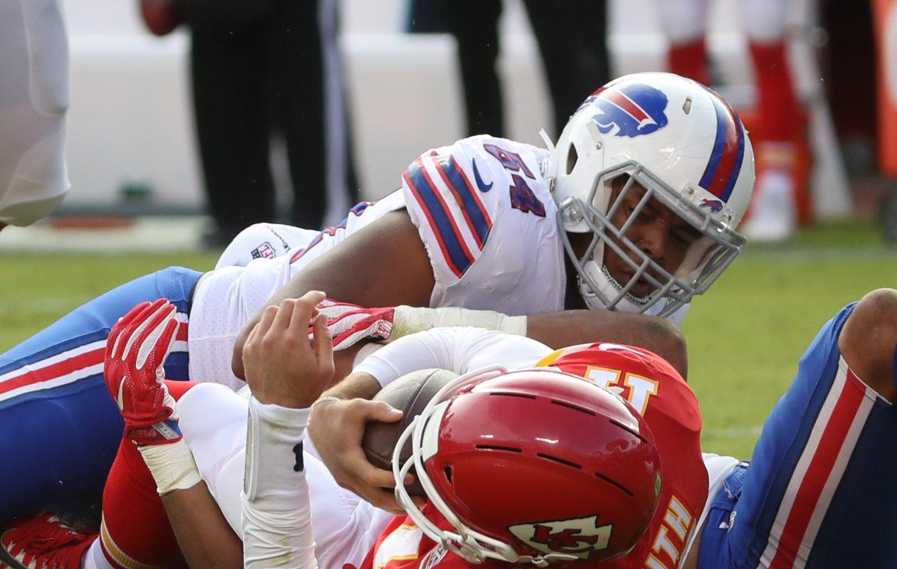 Buffalo Bills outside linebacker Lorenzo Alexander (57) sacks Kansas City Chiefs quarterback Alex Smith (11) in the third quarter at Arrowhead Stadium.  (James P. McCoy / Buffalo News)
