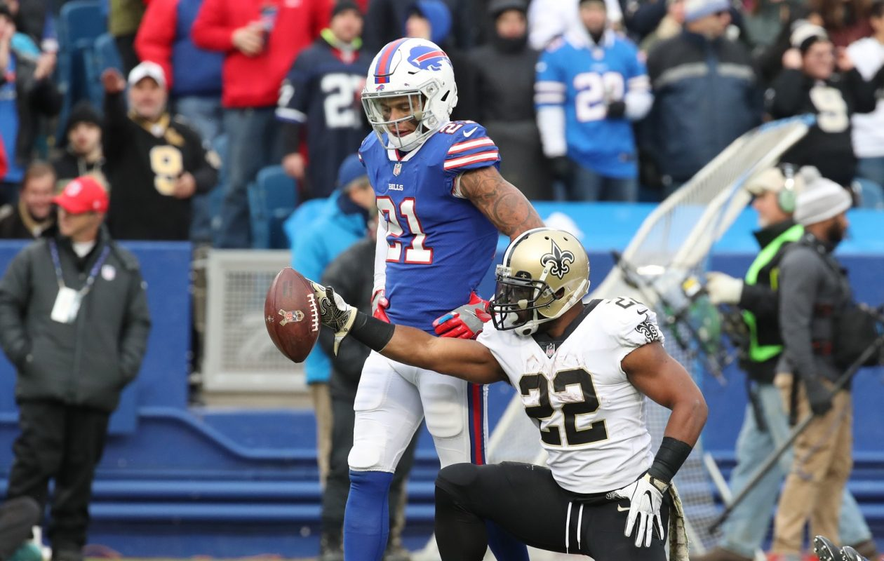 New Orleans Saints running back Mark Ingram (22) gets another first down during Sunday's blowout 47-10 win against the Bills.  (James P. McCoy/Buffalo News)