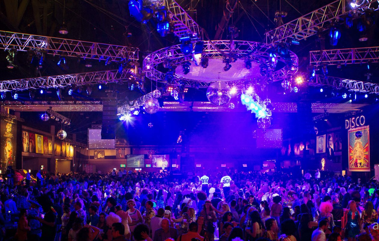 The World's Largest Disco. (Michael Kazinski)