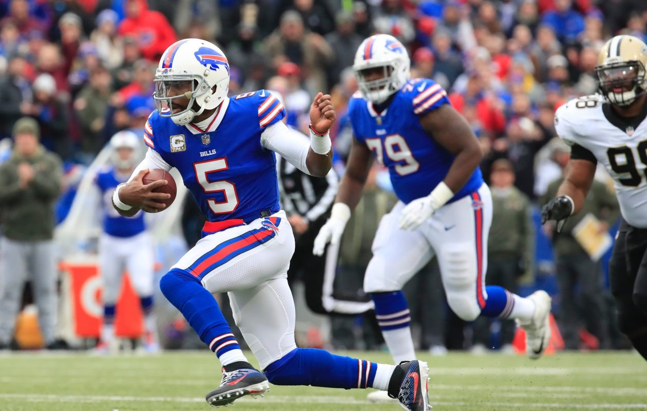 When he's on the edges, Bills quarterback Tyrod Taylor becomes far more effective as a ball-carrier, where his skill separates him from pretty much every other quarterback in the NFL, Vic Carucci says. (Harry Scull Jr./Buffalo News)