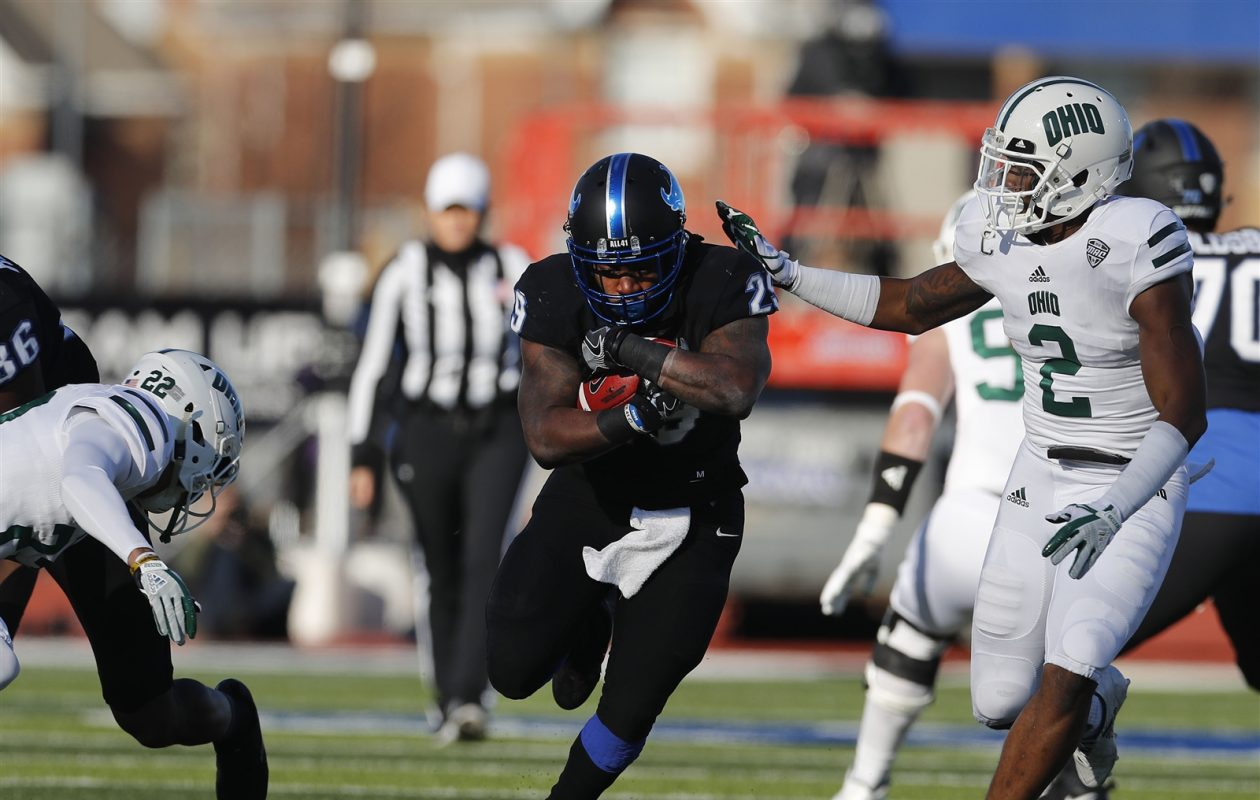 UB (29) Emmanuel Reed tries to get past Ohio (22) Marlin Brooks and (2) Javon Hagen. (Mark Mulville/Buffalo News)