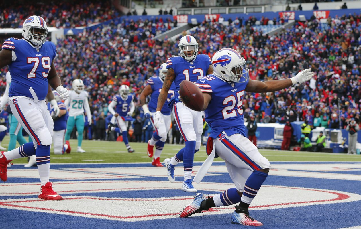 Buffalo Bills LeSean McCoy celebrates his touchdown in the first quarter. (Mark Mulville/Buffalo News)