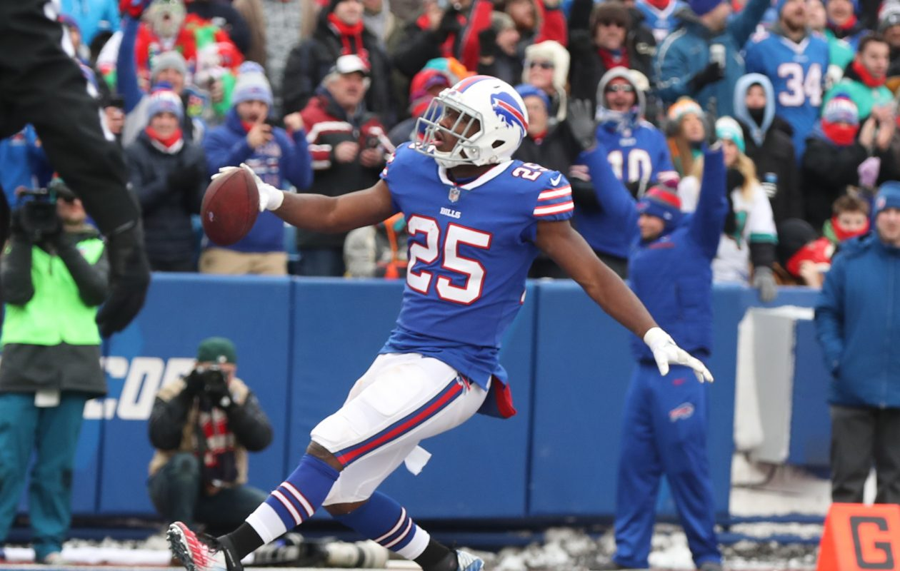 Buffalo Bills running back LeSean McCoy scores a touchdown in the first quarter at New Era Field on Sunday, Dec. 17, 2017.  (James P. McCoy/Buffalo News)
