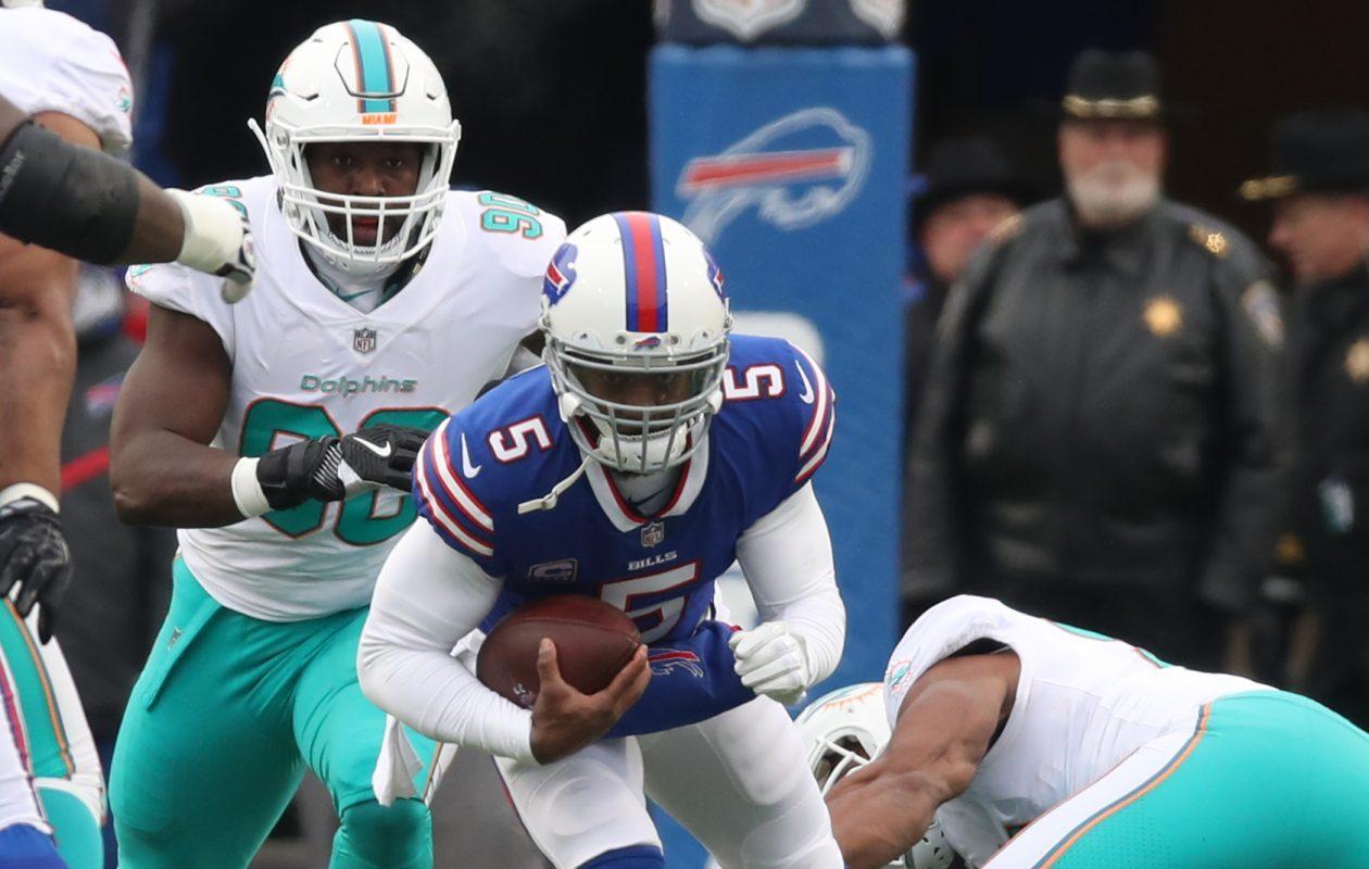 Buffalo Bills quarterback Tyrod Taylor is sacked by Miami Dolphins defensive tackle Ndamukong Suh  (James P. McCoy/Buffalo News)