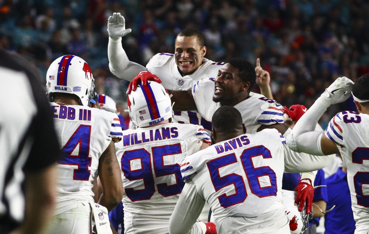 Buffalo Bills defensive tackle Kyle Williams (95) is greeted by teammates after his touchdown (James P. McCoy / Buffalo News)