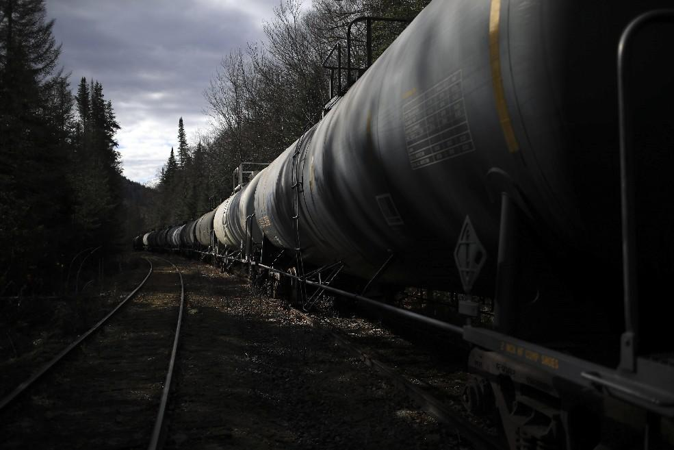 Buffett subsidiary to remove rail cars from Adirondack preserve ...