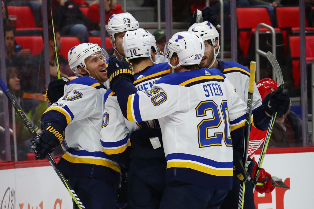 St. Louis' Jaden Schwartz (17) celebrates his first-period goal with teammates Saturday in Detroit. Schwartz later left the game and may miss Sunday's matchup with the Sabres (Getty Images).