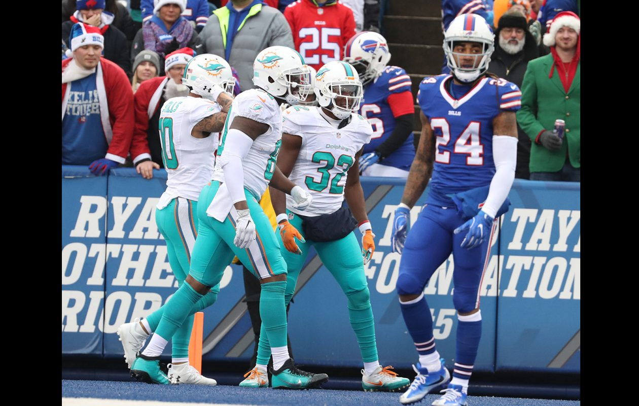 Kenyan Drake of the Miami Dolphins (32) caught eight passes for 100 yards in Week 13 and Week 14 combined. (James P. McCoy/News file photo)