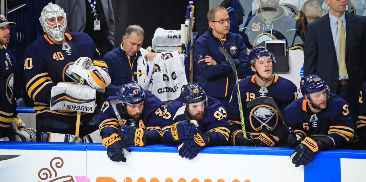 Robin Lehner (40) and the Sabres bench watch the final minute tick off the clock Tuesday against the Bruins (Harry Scull Jr./Buffalo News).