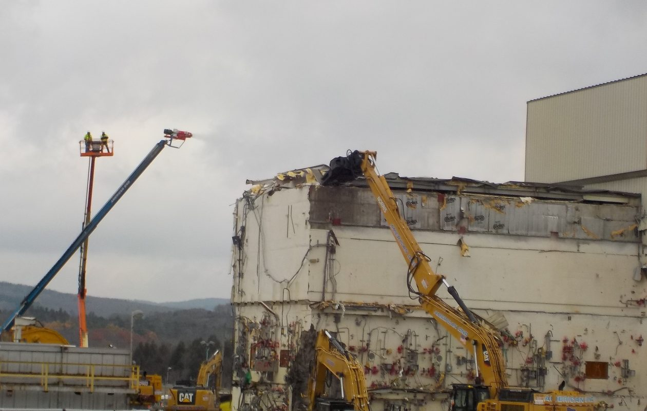 Heavy equipment was used over the past autumn to remove the roof from the vitrification facility at the West Valley Demonstration Project. (CHBWV)