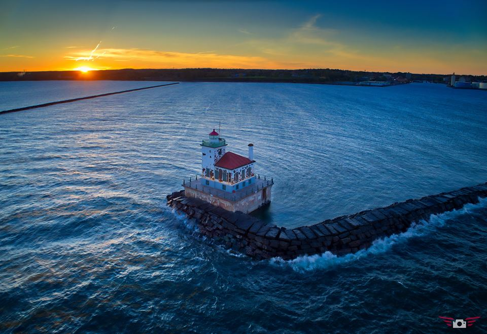 The Oswego lighthouse, site of one of the great disasters in Coast Guard Great Lakes history. (Courtesy www.photosbymeem.com)