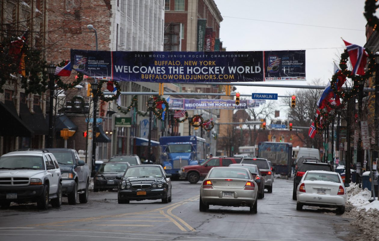 A banner hanging across Chippewa Street welcomed World Junior Hockey Tournament fans in Dec. 16, 2010. (News file photo)