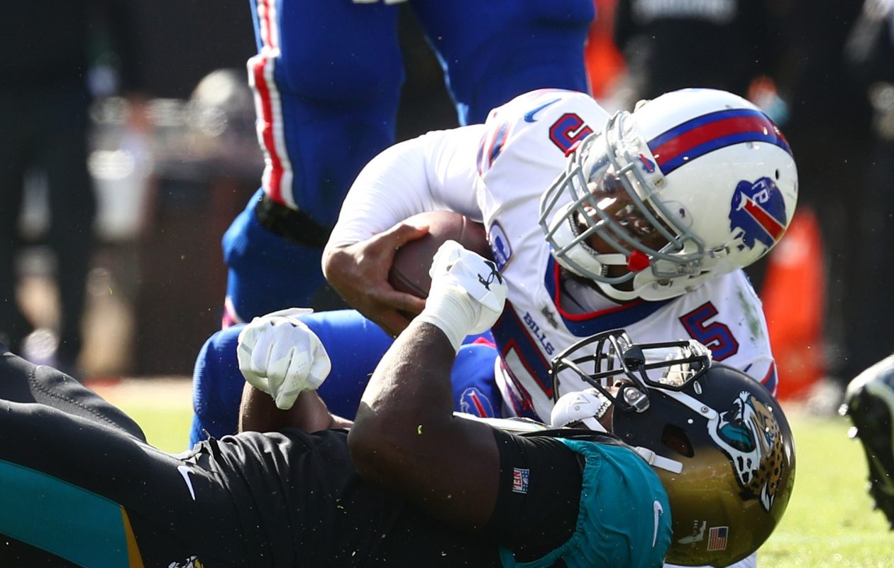 Tyrod Taylor failed to pull the trigger for an open receiver on his final play of the season. (James P. McCoy/Buffalo News)