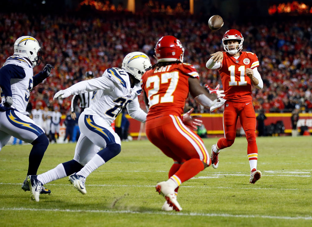 KANSAS CITY, MO - DECEMBER 16:  Quarterback Alex Smith #11 of the Kansas City Chiefs passes to running back Kareem Hunt #27 for a touchdown during the game against the Los Angeles Chargers at Arrowhead Stadium on December 16, 2017 in Kansas City, Missouri.  (Photo by Jamie Squire/Getty Images)