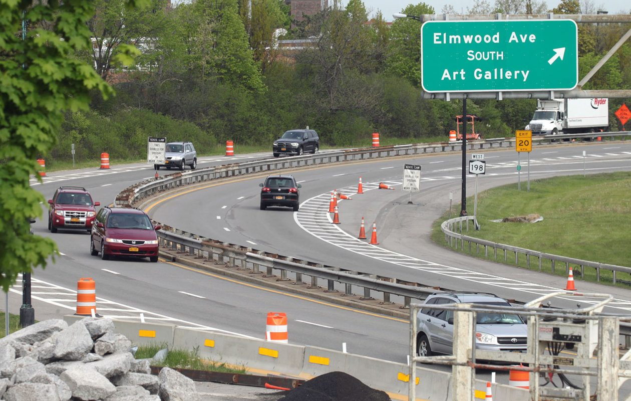 Traffic flows along the Scajaquada Expressway during work on the Elmwood Avenue bridge in 2016. (John Hickey/News file photo)