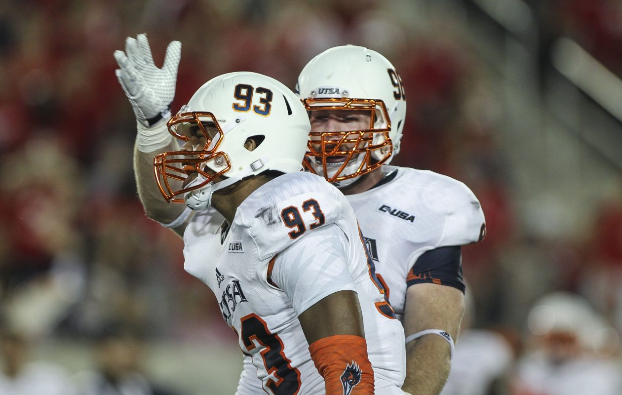 Roadrunners defensive tackle Jason Neill congratulates defensive end Marcus Davenport, front, after a sack against Houston. (USA TODAY Sports)