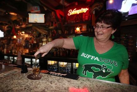 Fletcher's Bar: Bar Scene