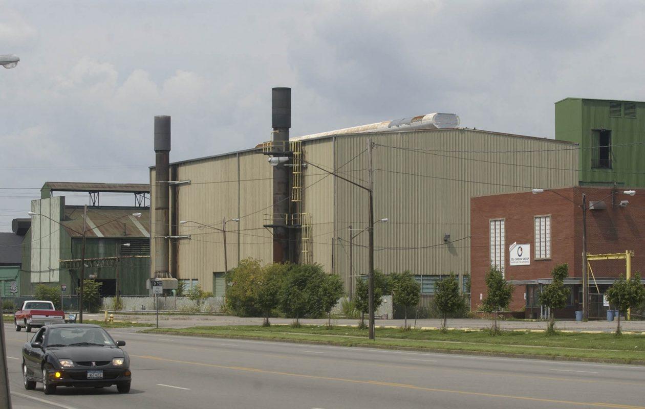 The former SGL Carbon plant on Niagara Falls Boulevard in Niagara Falls on 8/17/2004.  Photo by Derek Gee  FOR GALARNEAU STORY