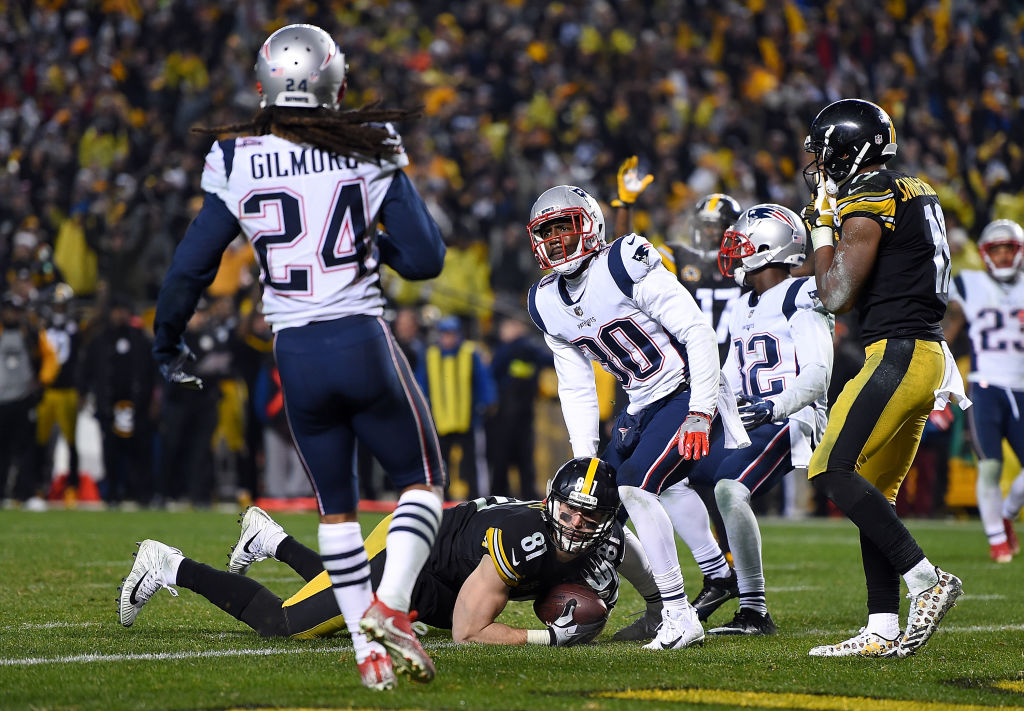 Jesse James #81 of the Pittsburgh Steelers dives for the end zone for an apparent touchdown in the fourth quarter during the game against the New England Patriots at Heinz Field on December 17, 2017 in Pittsburgh, Pennsylvania. After official review, it was ruled an incomplete pass (Photo by Joe Sargent/Getty Images)