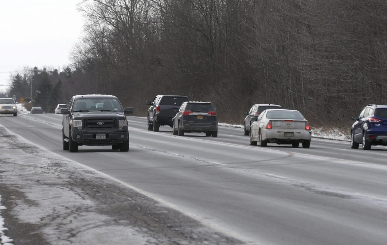 Traffic moves along the stretch of Route 20 between Amsdell Road and Pleasant Avenue. (Robert Kirkham/Buffalo News)