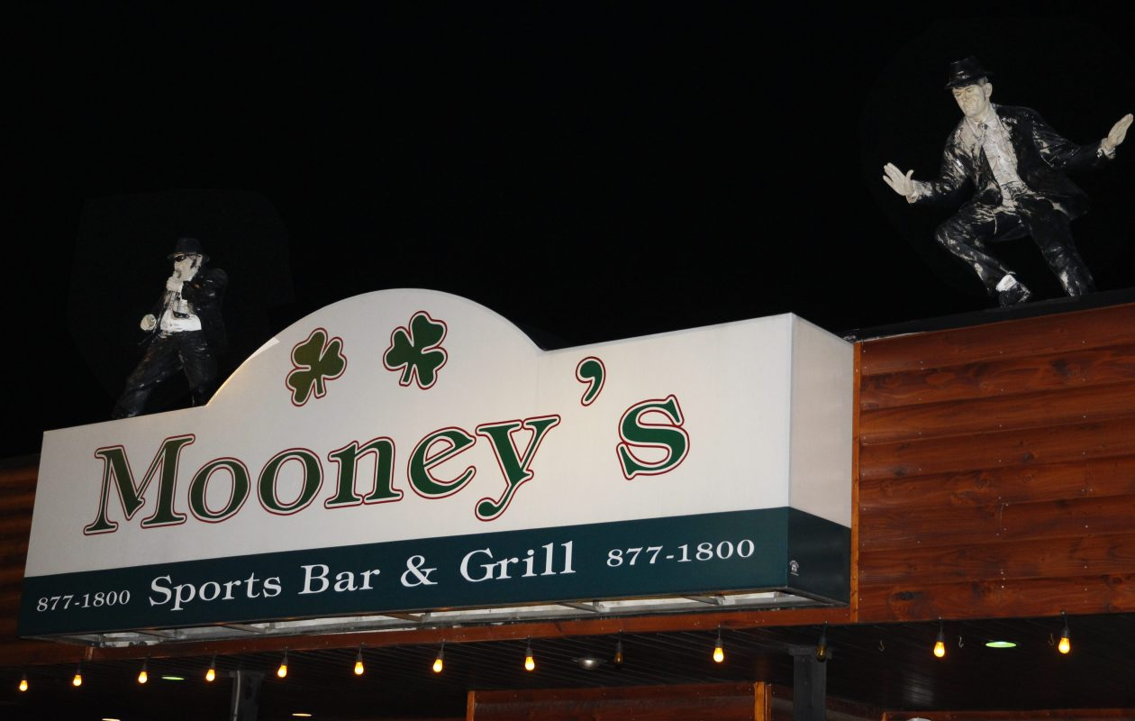 Mooney's will take over the restaurant and bar at Rocky's Big City Games at Eastern Hills Mall. It has 8 other locations, including this one on Military Road in Kenmore. (Sharon Cantillon/News file photo)