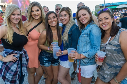 Smiles at Taste of Country 2018