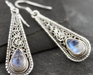 Moonstone_dangle_sterling