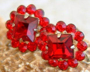Vintage_ruby_red_rhinestone_earrings_flower_screw_back