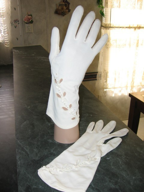 Vintage Cut Out Dress Gloves White Size