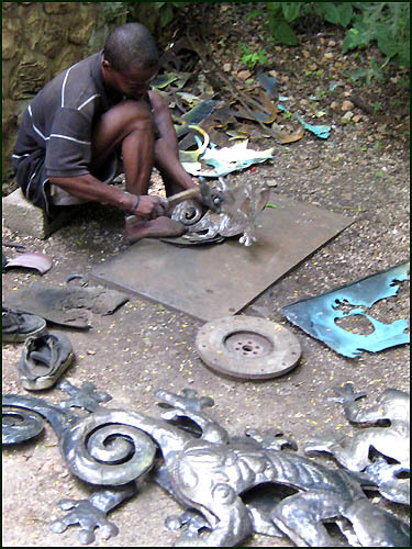 2-_hg_hammer_-_haitian_steel_drum_metal_art