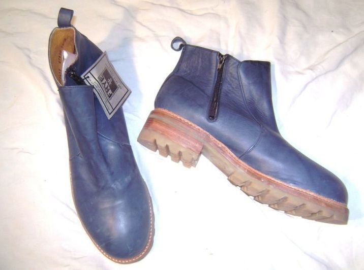 &quot;FRYE&quot; blue leather boot with side zipper ..Size 16