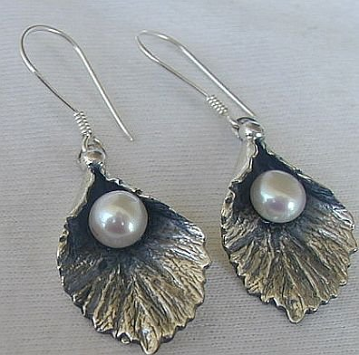 Silver pearl earrings B