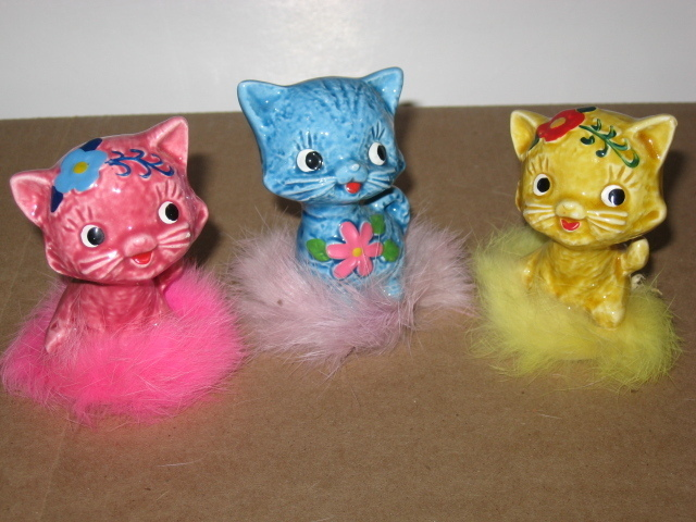 Vintage 3 Kitten Figurines ~ Mod Colors ~ Japan