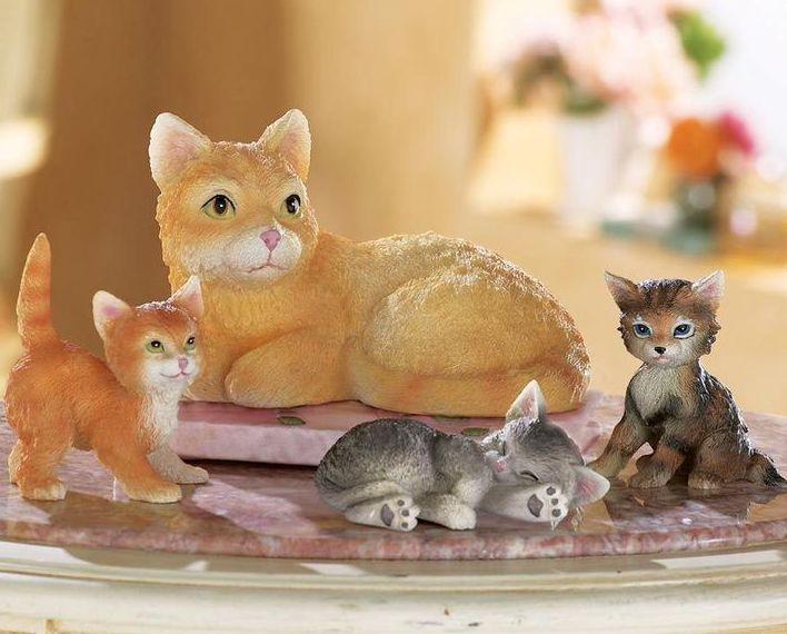 Image 0 of Cat Family Figurines