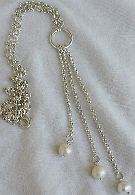 3white pearls necklace