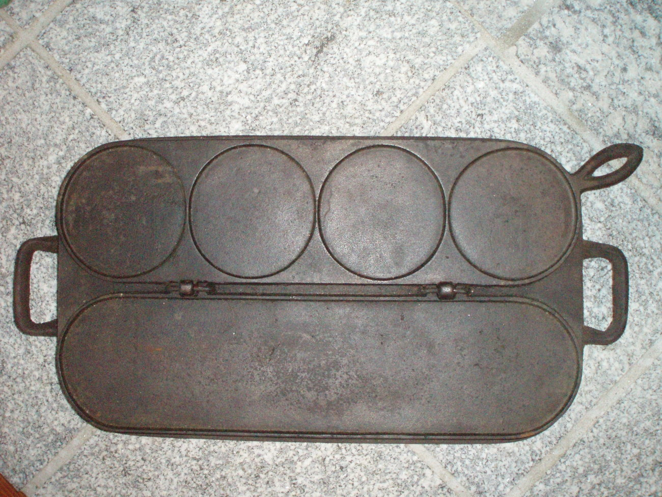 Antique cast iron hotcake pancake griddle Tuthill & Avery Co