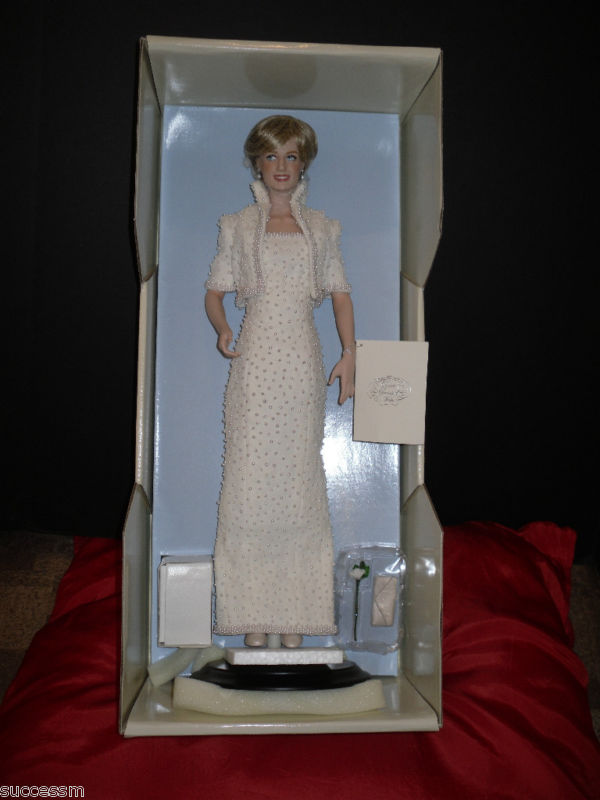Princess Diana FM Portrait doll MIB Collectors Box COA Pristine Condition