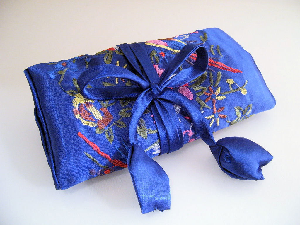 Jewelry_roll_silk_royal_blue__1_