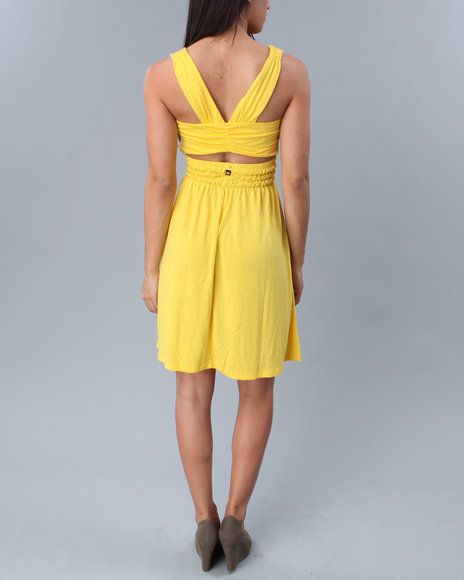 Open_back_dress_yellow_back