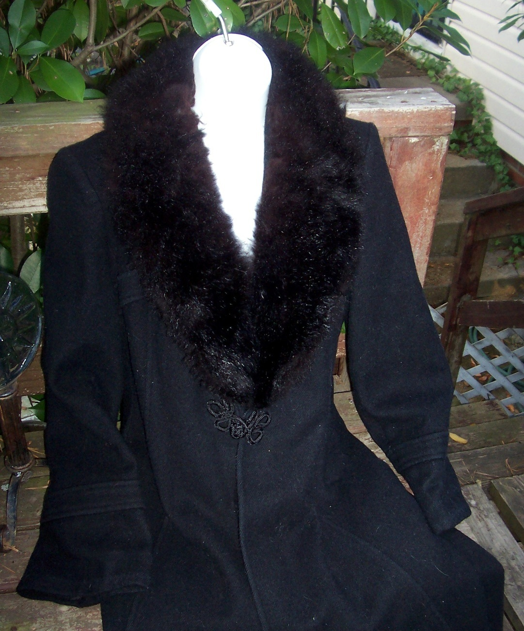 112011_black_fur_collar_coat_1.2