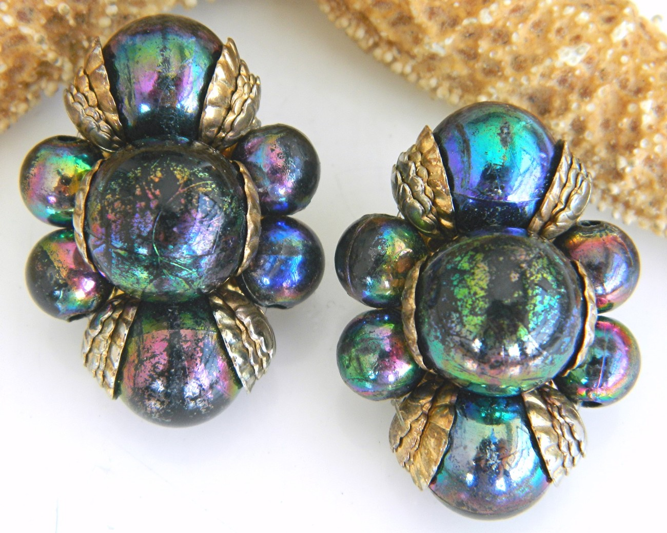 Vintage_faux_carnival_glass_bead_earrings_iridescent_peacock