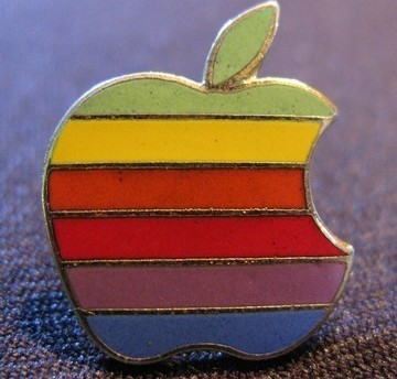 Apple_pin_frt