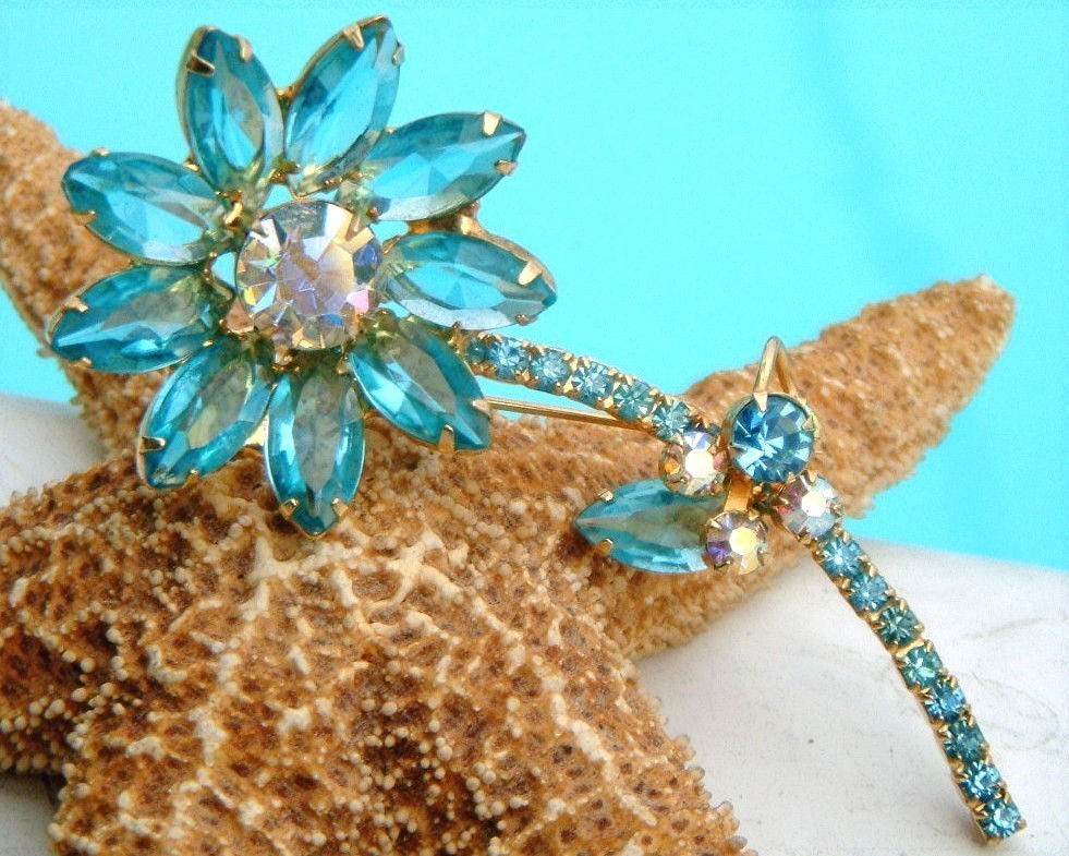 Vintage_juliana_rhinestone_flower_stem_brooch_pin_aqua