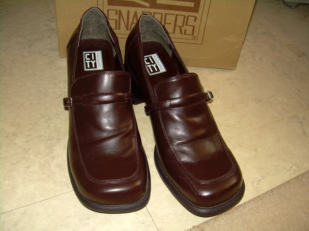 CITY Snappers Brown Leather Med Heel 2  Loafer shoes  only once