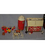 Fisher Price Family Farm Toy Barn Yard Set no. 915