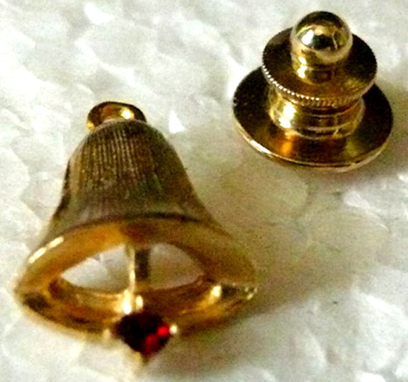 Pin_gold_bell_w_red_stone
