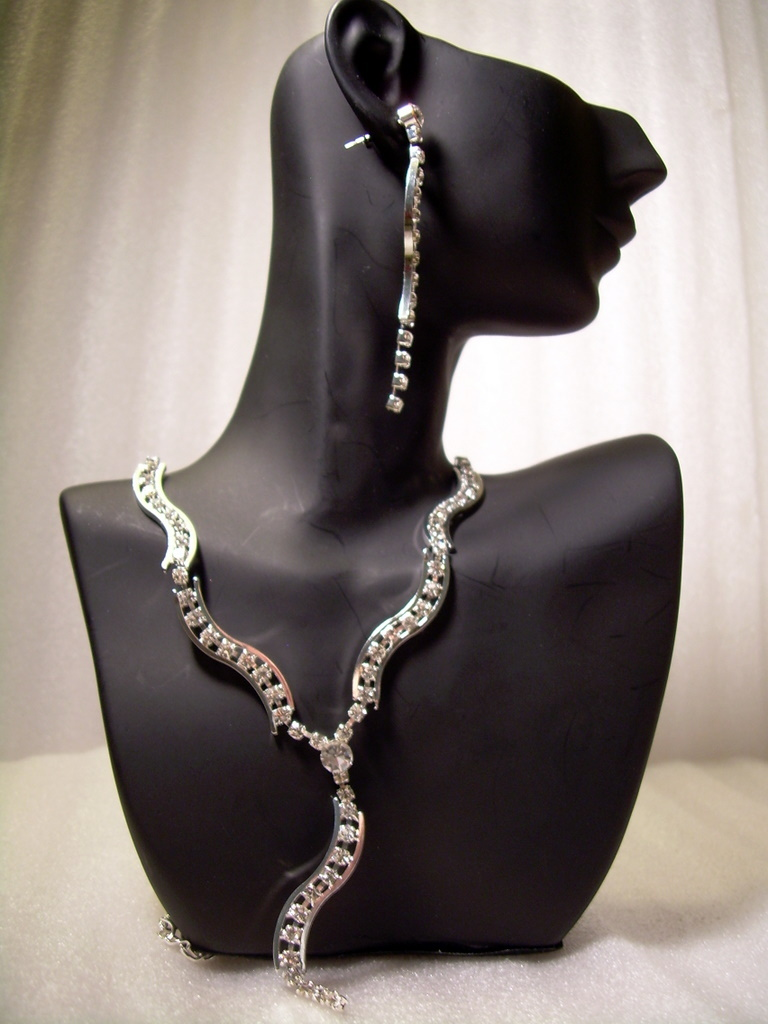 GENUINE AUSTRIAN CRYSTAL JEWELRY SET Earrings & Necklace *NEW* Perfect for Party